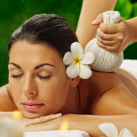 Ayurvedische Massagen und Ölgüsse